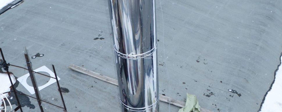 дымоход на крыше базы строительного двора