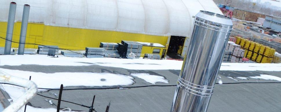 Дымоход на крыше склада
