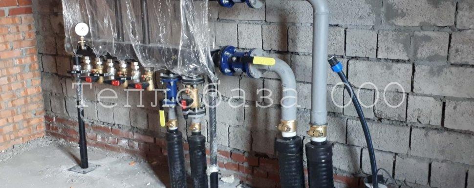 монтаж отопления на производстве, гидрострелка, трубы в теплоизоляции